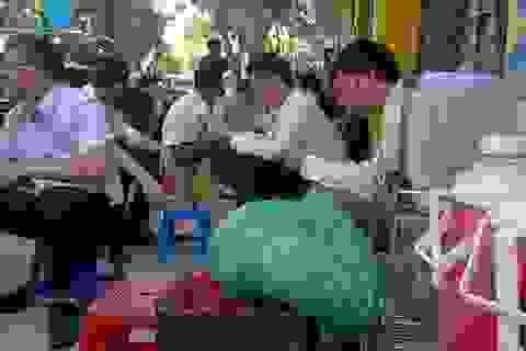 """Hà Nội nắng như đổ lửa, dịch vụ ăn theo """"hốt bạc"""""""