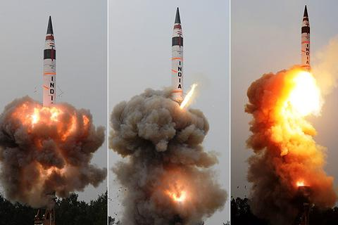 Ấn Độ lần đầu phóng thành công tên lửa tầm xa di động