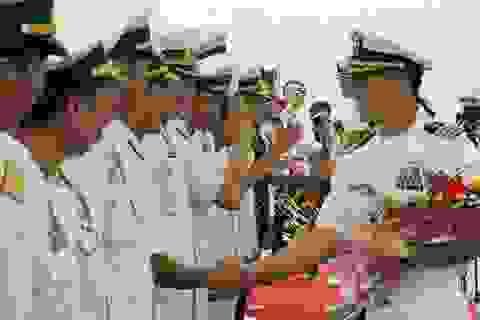 Sĩ quan Mỹ gốc Việt phụ trách 2 tàu Hải quân Hoa Kỳ thăm Đà Nẵng