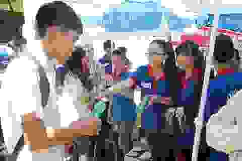 Thứ trưởng Bùi Văn Ga: Rất ghi nhận sự hết lòng tiếp sức mùa thi của người dân