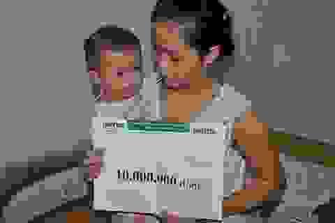 Trao nóng 10 triệu đồng Quỹ Nhân ái đến bé 1 tuổi bị dị dạng bộ phận sinh dục