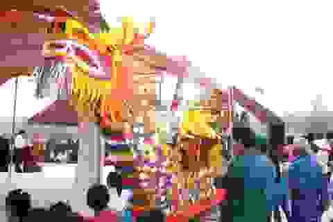 Rộn ràng Lễ hội cầu ngư - cầu an trên cửa biển Lạch Trường