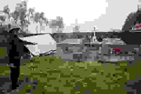 Ba ngôi mộ đặc biệt nằm trong góc nghĩa trang...