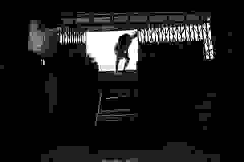 """Những căn nhà """"kì dị"""" tại Sài Gòn: Bắc thang, chui hầm để vào nhà!"""