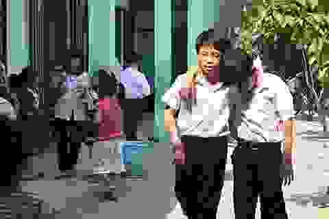 """Hàng trăm học sinh """"hít"""" khí độc mỗi ngày"""