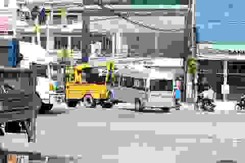 Xe khách bị xe bồn tông ngang, nhiều người nguy kịch