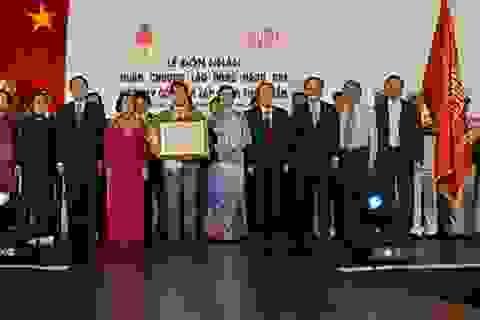 Thái Tuấn đón nhận Huân chương Lao Động hạng 2