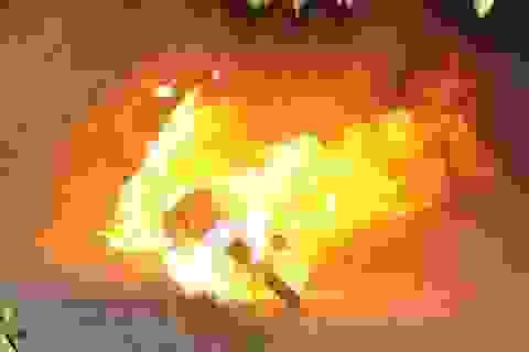 Dọa đốt xe khi bị công an kiểm tra