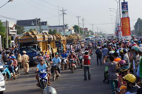 Hàng ngàn người tiễn biệt 6 nạn nhân bị thảm sát tại Bình Phước