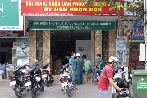 Truy tố nhóm côn đồ xông vào UBND phường chém gục một thanh niên