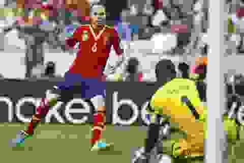 """""""Siêu kỹ thuật gia"""" Iniesta và những màn làm xiếc trước Nigeria"""