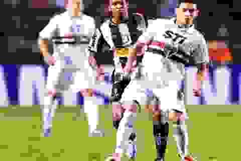 Chiêm ngưỡng pha làm xiếc với bóng của Paulo Ganso