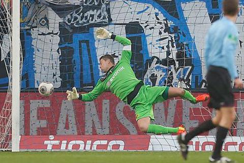 Dortmund bị nhấn chìm bởi siêu phẩm đá phạt từ cự ly...40m