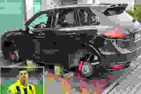 """Siêu xe của Lewandowski bị """"vặt"""" mất 4 bánh"""