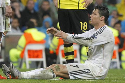 """C.Ronaldo lỡ hẹn """"siêu kinh điển"""" vì chấn thương"""