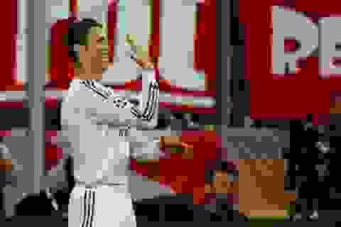 """Màn ăn mừng """"xòe bàn tay, đếm ngón tay"""" độc đáo của C.Ronaldo"""