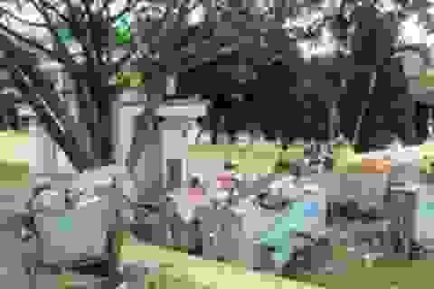Tập kết rác ngay cạnh đài tưởng niệm liệt sĩ