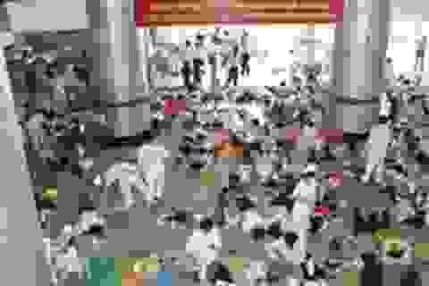 Hàng trăm công nhân nhập viện sau khi uống nước