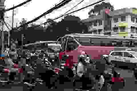 Hà Nội: Nổ trạm biến áp 5 quận bị mất điện