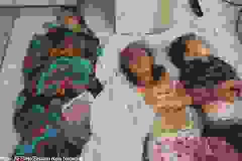 """Phát hiện """"mùi thịt cháy khét lẹt"""" ở làng thảm sát Syria"""