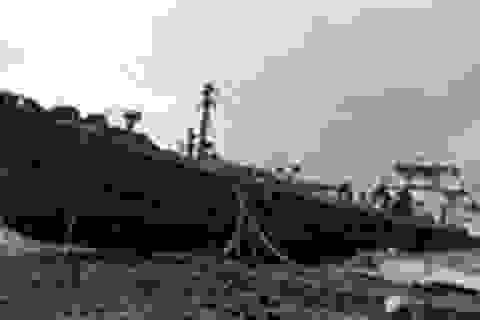"""Bão Sandy cuốn tàu 700 tấn ở New York """"lên phố"""""""