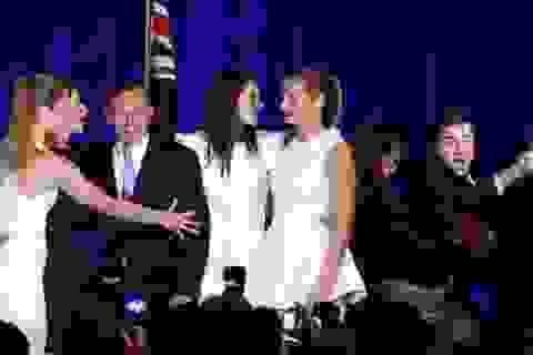 """Kẻ lạ mặt """"bẻ gãy"""" an ninh, hỏi thăm tân Thủ tướng Úc"""