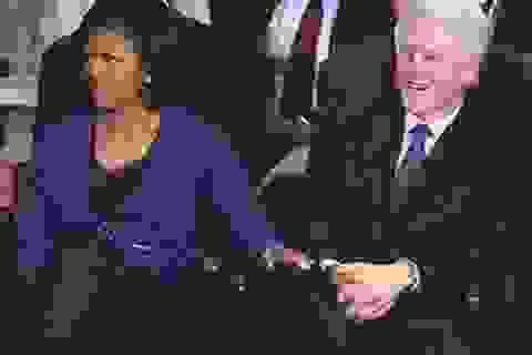 """Sự thật về """"hài kịch 3 bên"""" trong ảnh """"tự sướng"""" của Obama"""