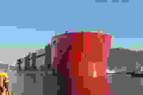 Hạ thủy tàu lớn nhất thế giới ở Hàn Quốc
