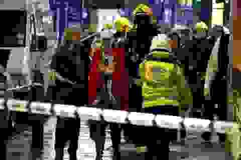 Sập mái nhà hát ở London, 88 người bị thương