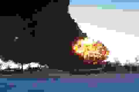 Mỹ: Tàu chở dầu trật bánh gây cháy nổ dữ dội