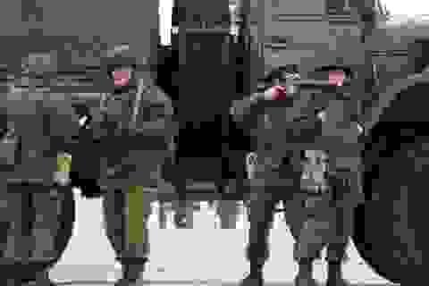 Nga cấp hộ chiếu cho cảnh sát Ukraine, thừa nhận đưa quân vào Crimea