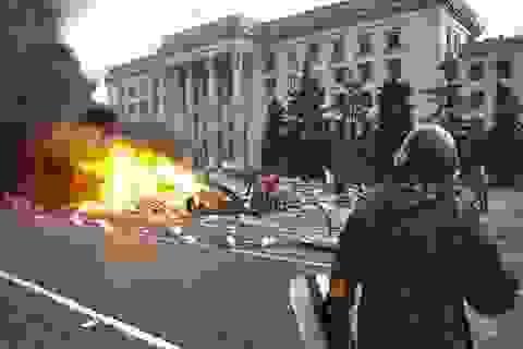 Sau ngày đẫm máu nhất, Kiev mở rộng tấn công vào đông Ukraine