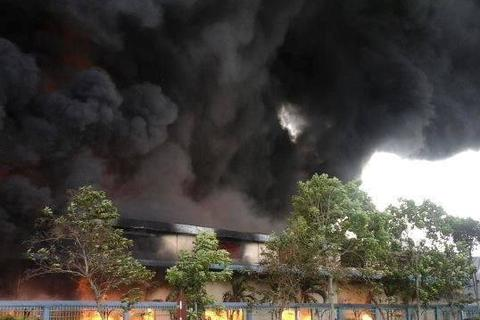 Cháy lớn thiêu rụi 3 nhà xưởng, thiệt hại ước tính hơn chục tỷ