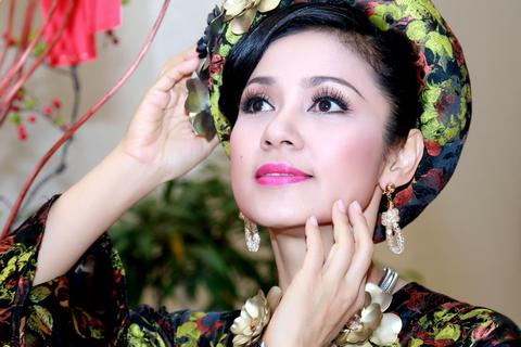 """Cận cảnh nhan sắc """"vượt thời gian"""" của diễn viên Việt Trinh"""