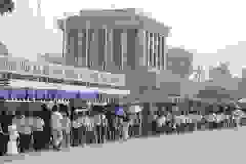 Gần 25.000 người thăm Lăng Bác dịp Tết Nguyên đán