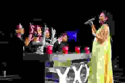 Mang bầu tháng thứ 6, Thu Minh vẫn nhận lời làm giám khảo Vietnam Idol 2015