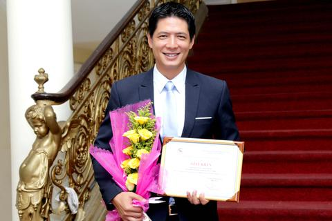 """Bình Minh bất ngờ được """"thăng chức"""" Phó Chủ tịch Hội Điện ảnh thành phố"""