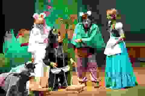 Sân khấu kịch thành phố rộn ràng các vở diễn đón hè