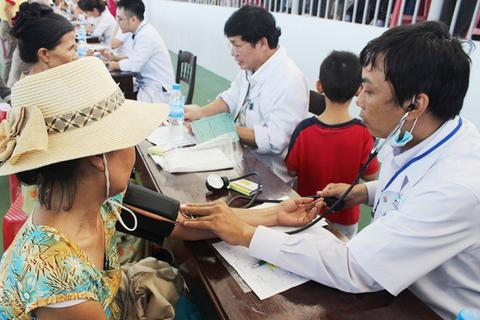Khám bệnh và phát thuốc miễn phí hơn 1.000 người tại Huế