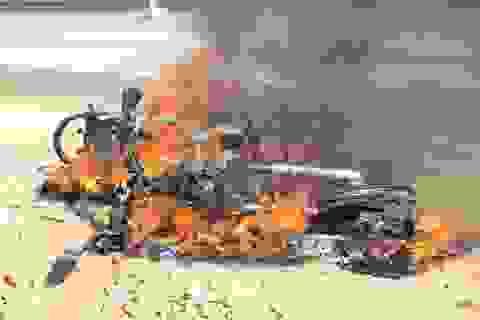 Xe máy của du khách người Anh cháy dữ dội trên quốc lộ 1A