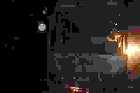 Xe giường nằm cháy rụi, hành khách kịp thời thoát thân