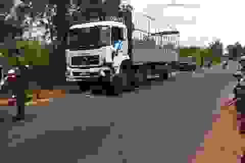 Nam thanh niên chết thảm dưới bánh xe tải