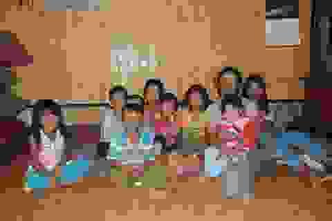 Người mẹ nghèo nhận nuôi 7 trẻ mồ côi