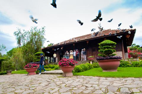 Ngôi nhà cổ gần 300 tuổi hút khách ở Đồi mộng mơ