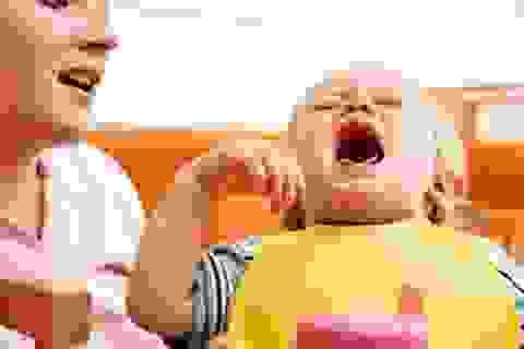 Nhiều trẻ sốt, loét đỏ vòm họng