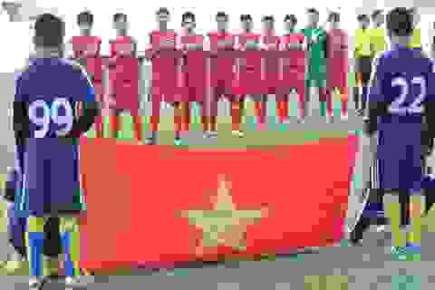 U19 VN đeo băng tang tưởng nhớ Đại tướng Võ Nguyên Giáp