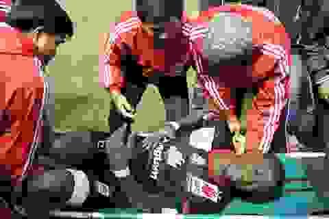 Một cầu thủ ĐT Long An phải nhập viện cấp cứu