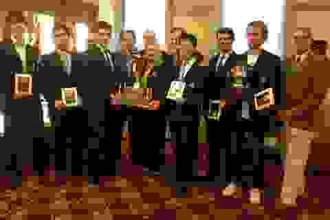 Quang Liêm cùng đồng đội vô địch cúp tứ hùng Đại học Mỹ