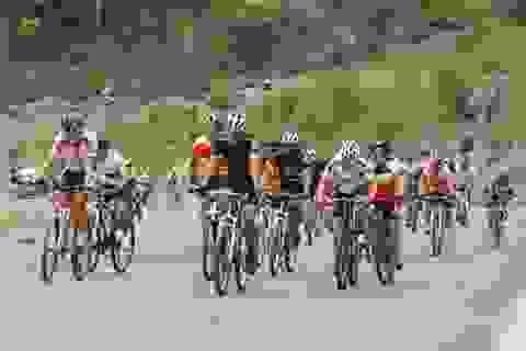 Sôi động giải đua xe đạp trên đảo Cát Bà
