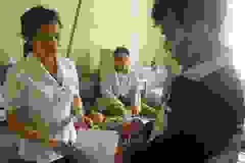 Quỹ Bé Nhân Ái đã đến với cháu bé bị núi đè